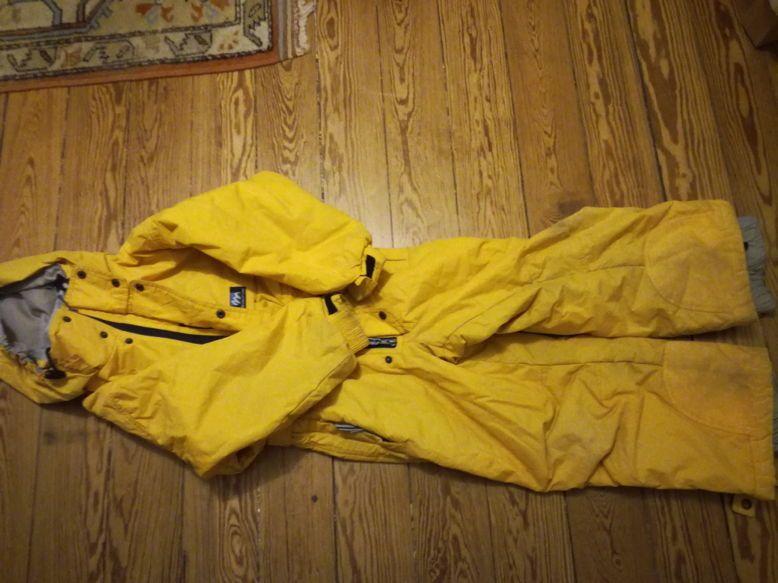 Vends combinaison de ski jaune taille 6ans