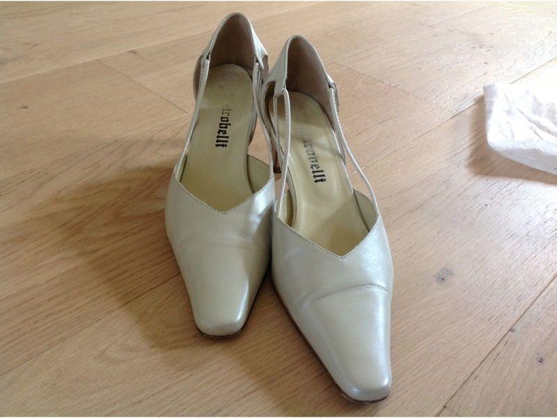 Propose chaussures ivoires de mariage portées 2heures! T38/39