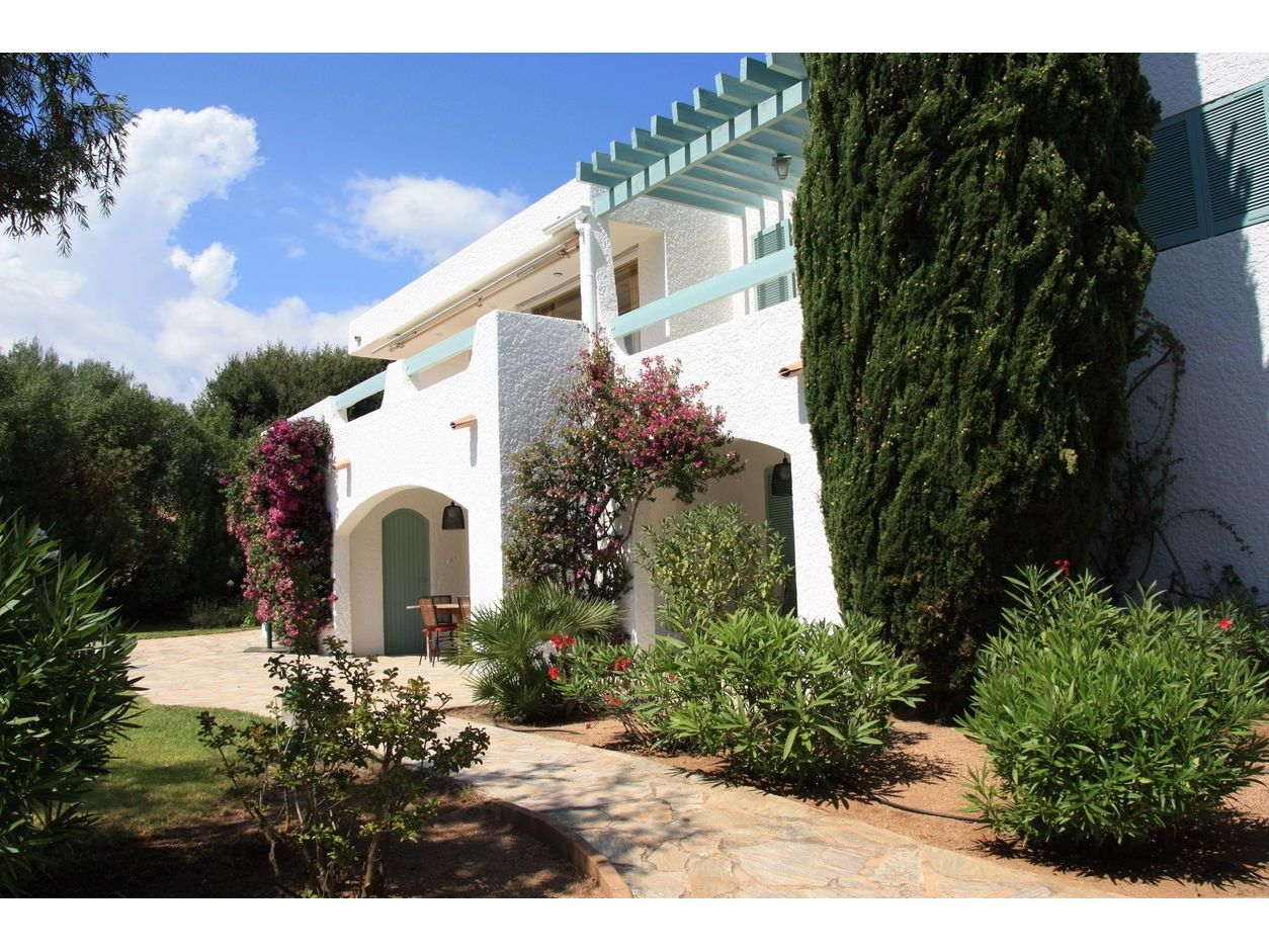 Loue dans le magnifique domaine de Cala Rossa (20137) villa 6chambres 12couchages