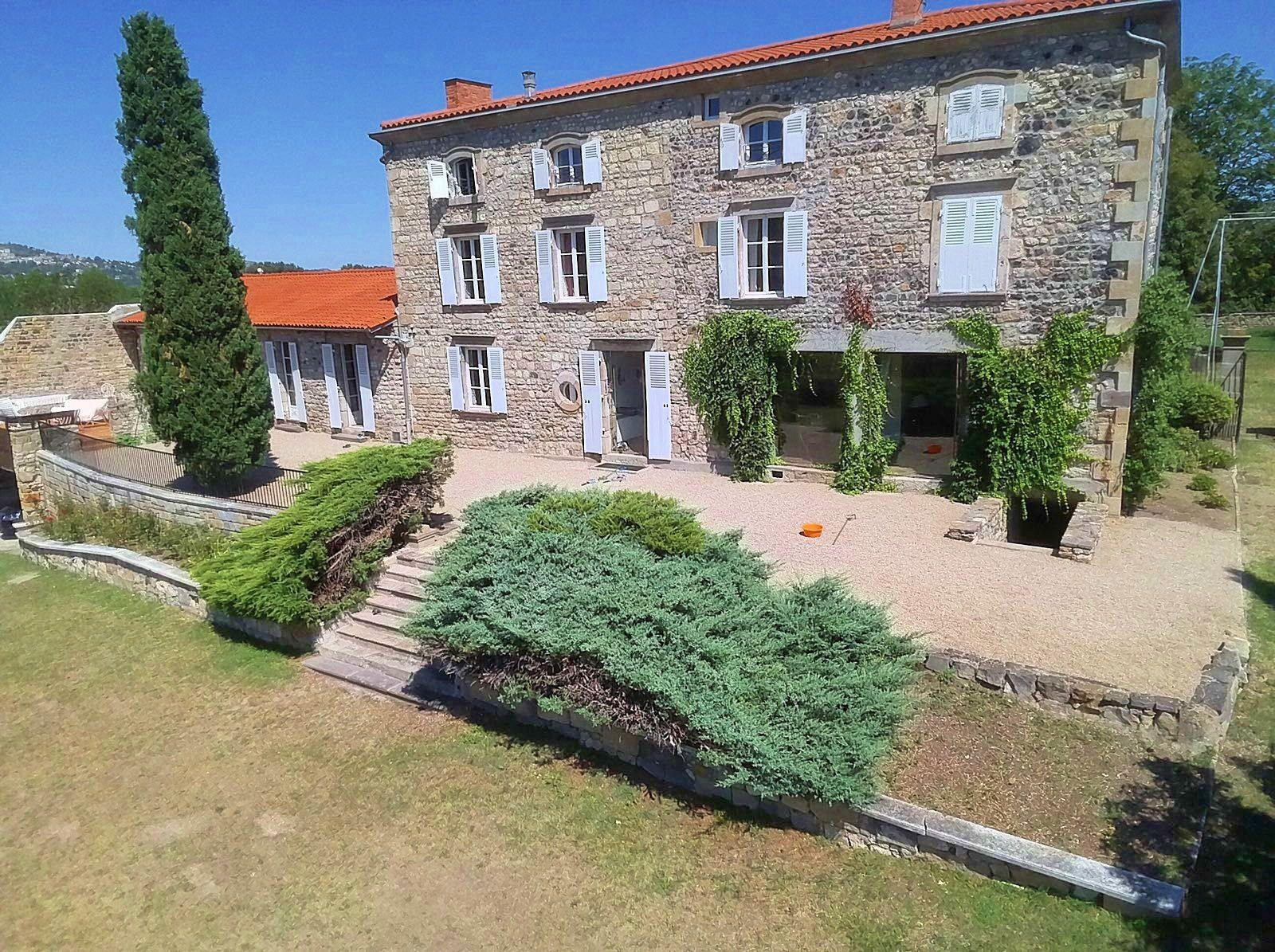 Maison - 9chambres - 28couchages en Auvergne - Puy de Dôme, La Sauvetat (63)
