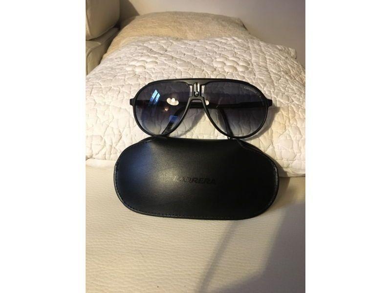 Vends lunettes de soleil Carrera homme
