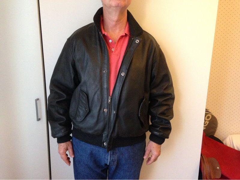 BLOUSON CHEVIGNON cuir noir taille XL, excellent état