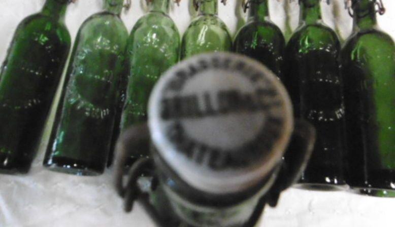 14bouteilles de bière en verre gravé