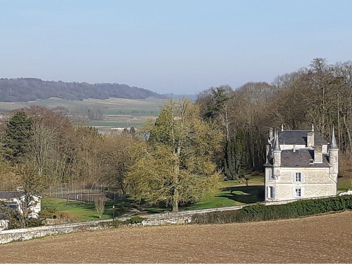 Loue propriété de famille à 95kmsde Paris, 18couchages, Parc, Tennis