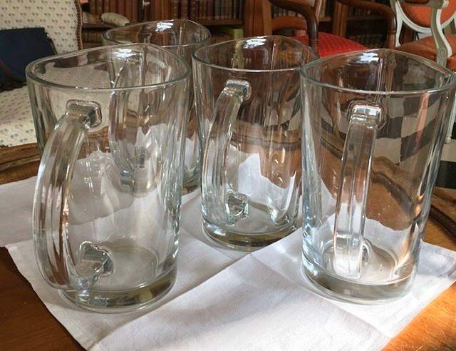 4carafes identiques en verre de chez casa