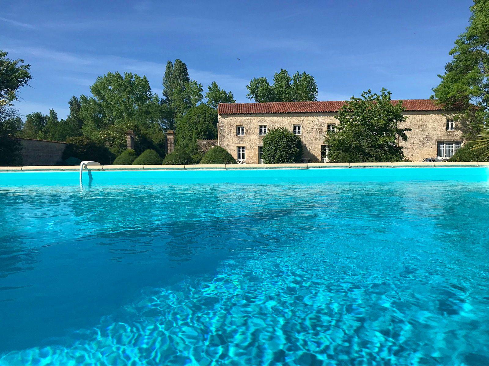Loue gîte de charme 16couchages, 7chambres, piscine privée Charente-Maritime, Doeuil-sur-le-Mignon (17)
