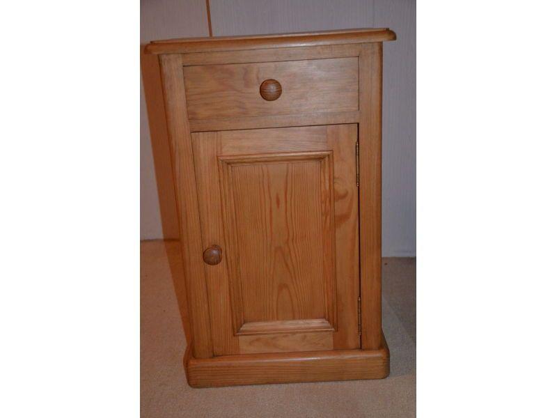Vends petit meuble en pin