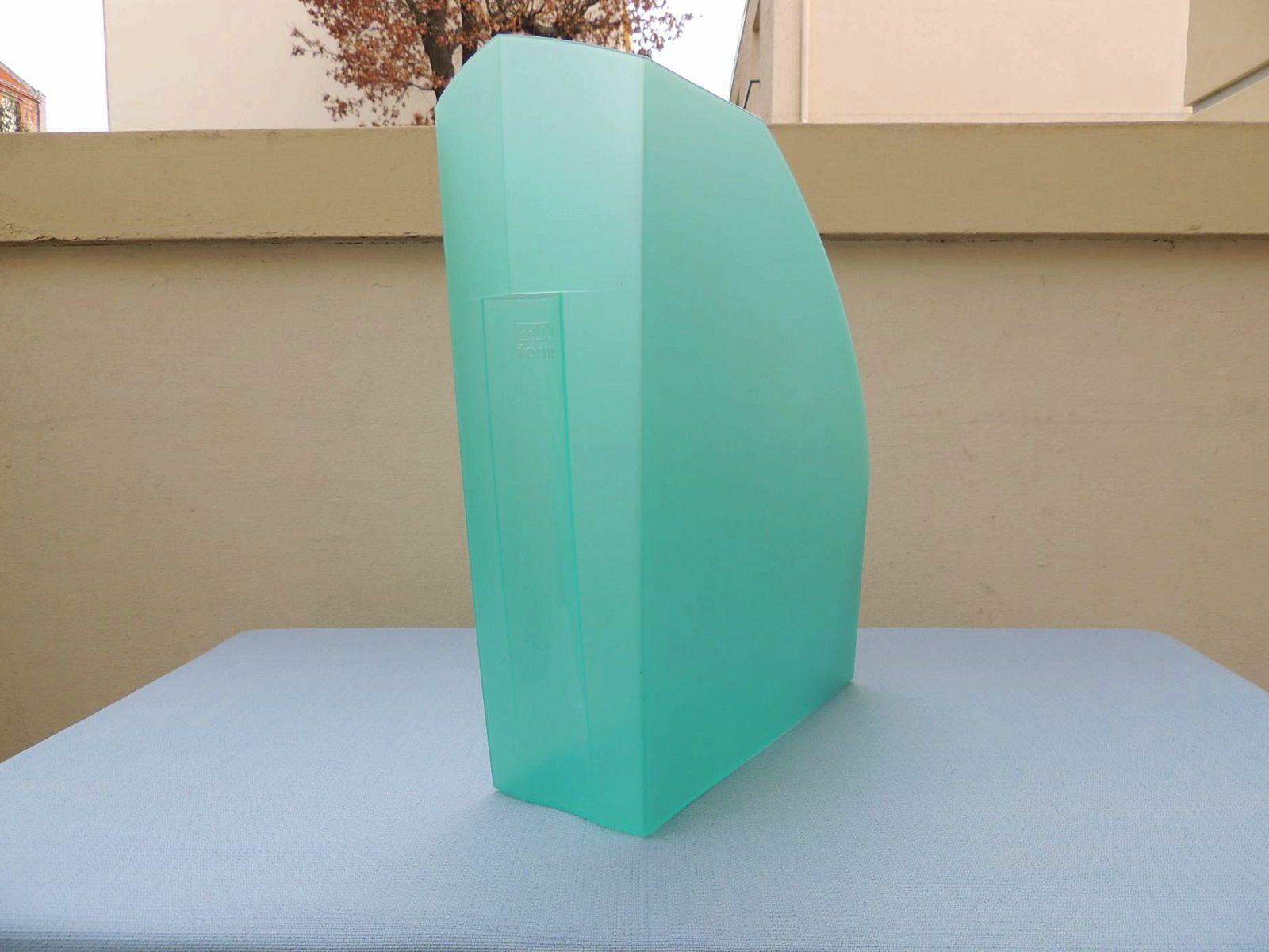 Fourniture bureau / Range revues en plastique vert d'eau - Bon état