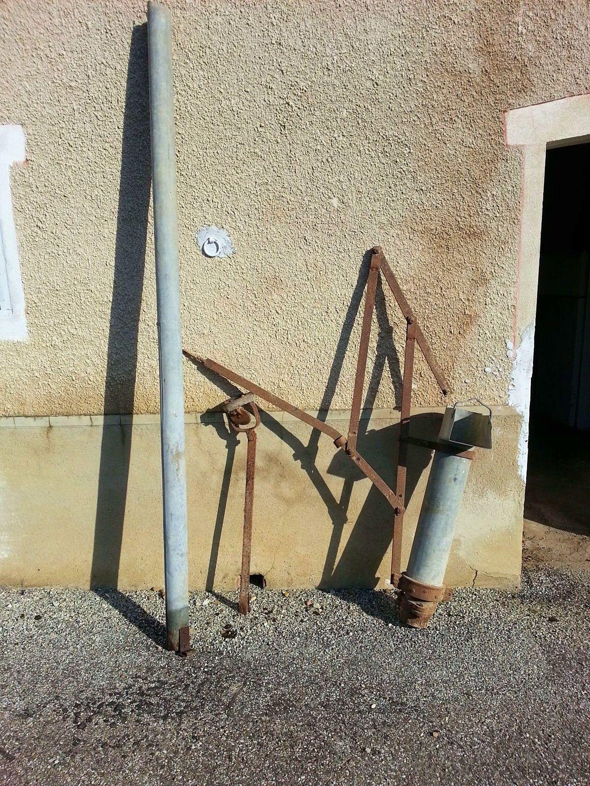 Vends haute pompe à piston manuelle ancienne gros débit