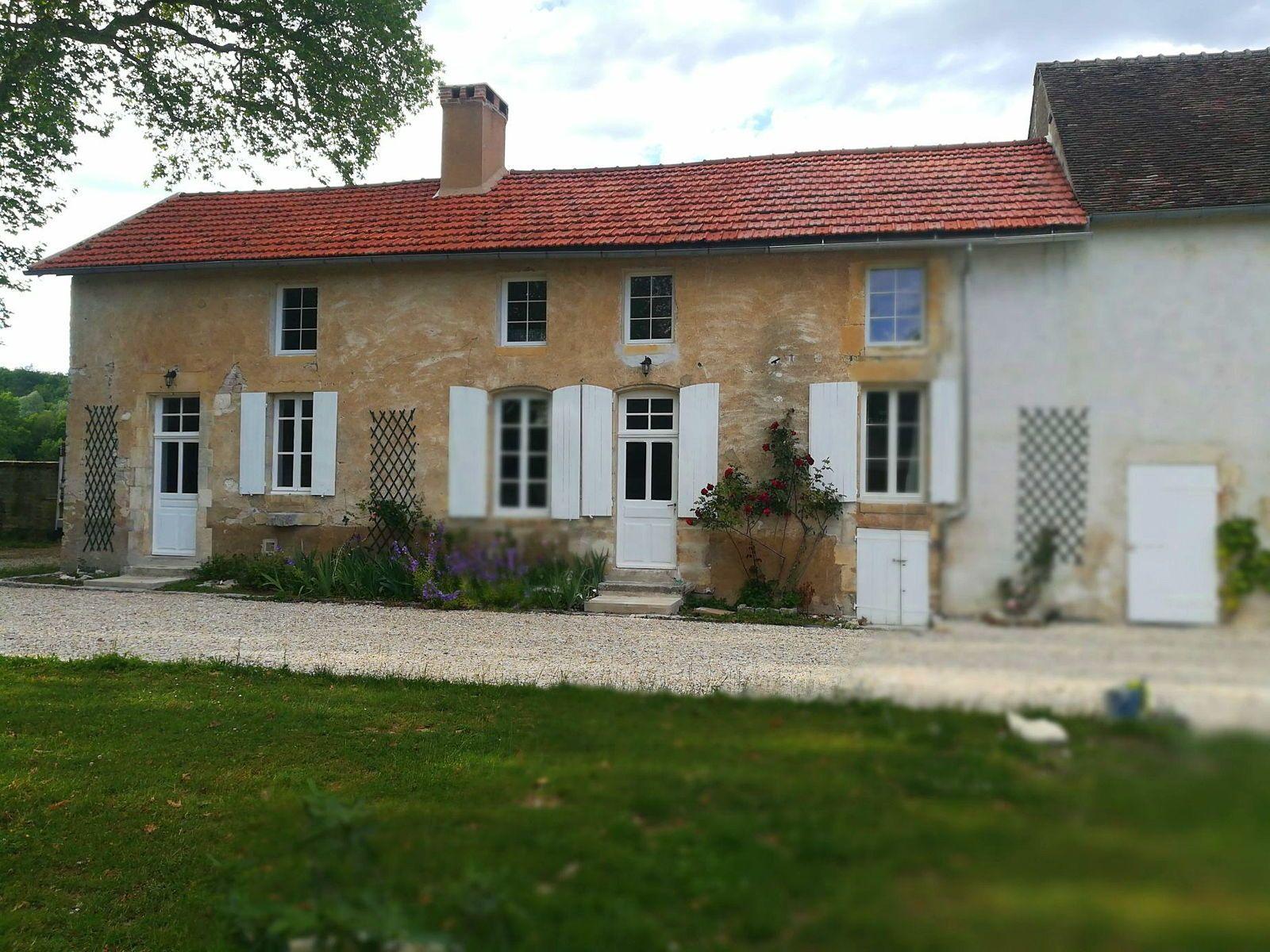 Loue maison 4chambres de 8à 10couchages - Prégilbert (89)