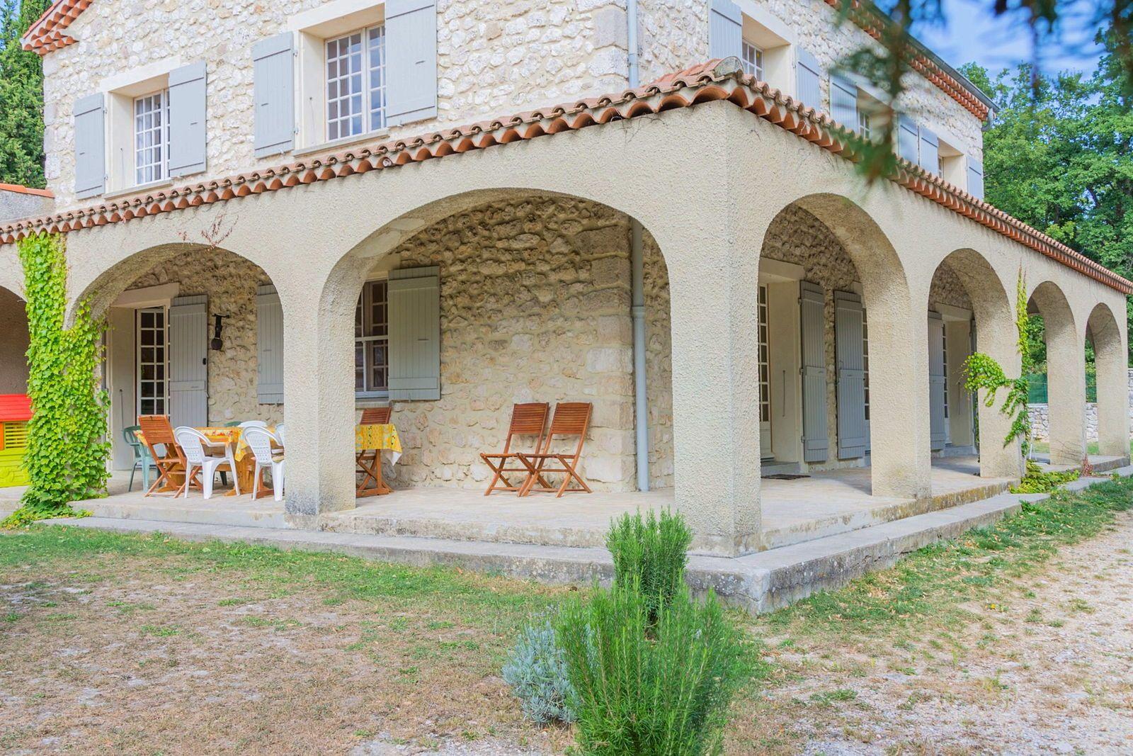 La maison d'Aimé: location d'un gîte familial de 6chambres, 14couchages en Drôme provençale, Salles-sous-Bois (26)