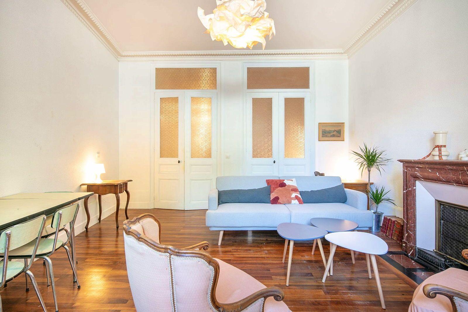 Loue Beau T250m² loué meublé proche place de Verdun