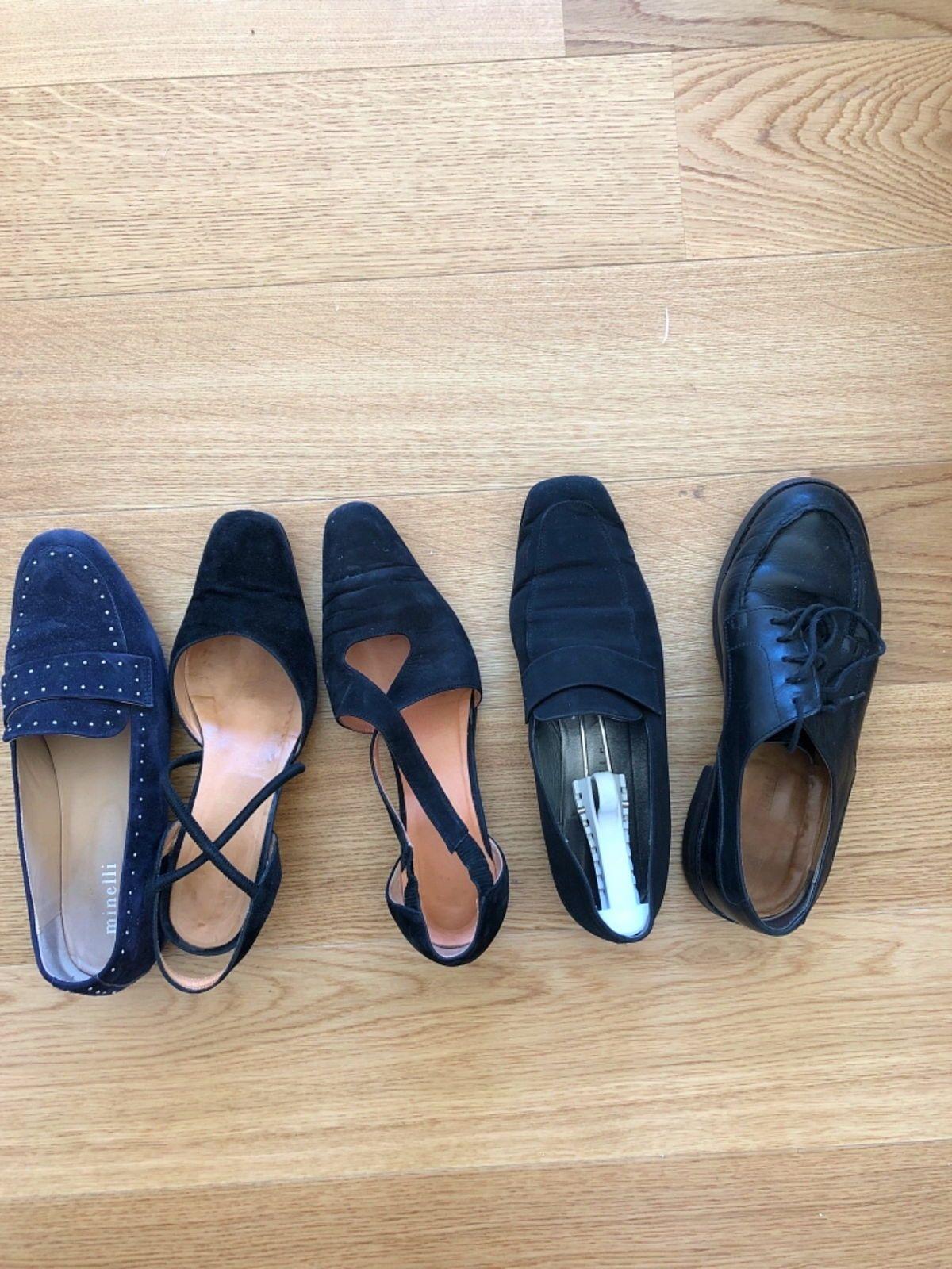 Nombreuses paires de chaussures noires