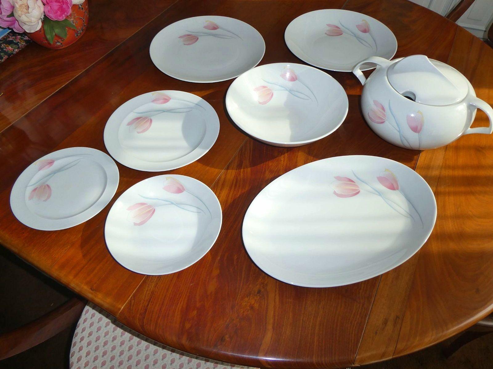 Service de table en porcelaine fine motif tulipe