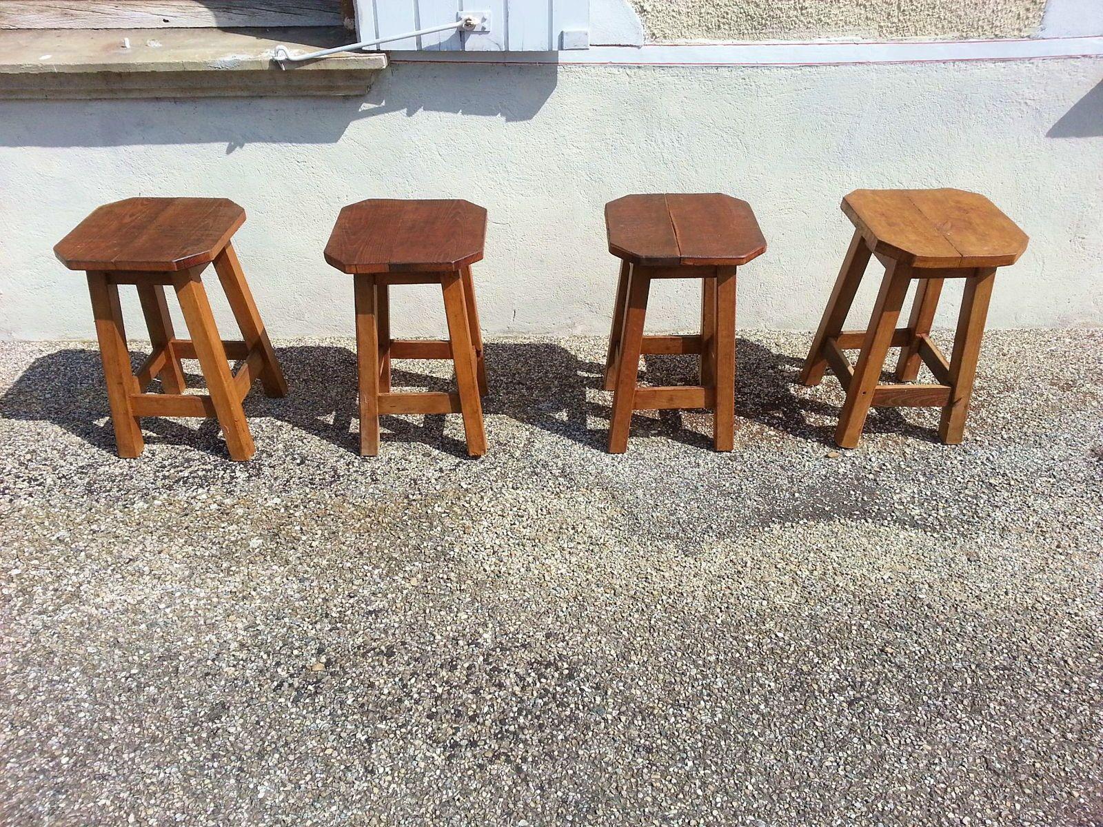 Vends Lot de 4robustes tabourets en bois dur, dessus en fresne