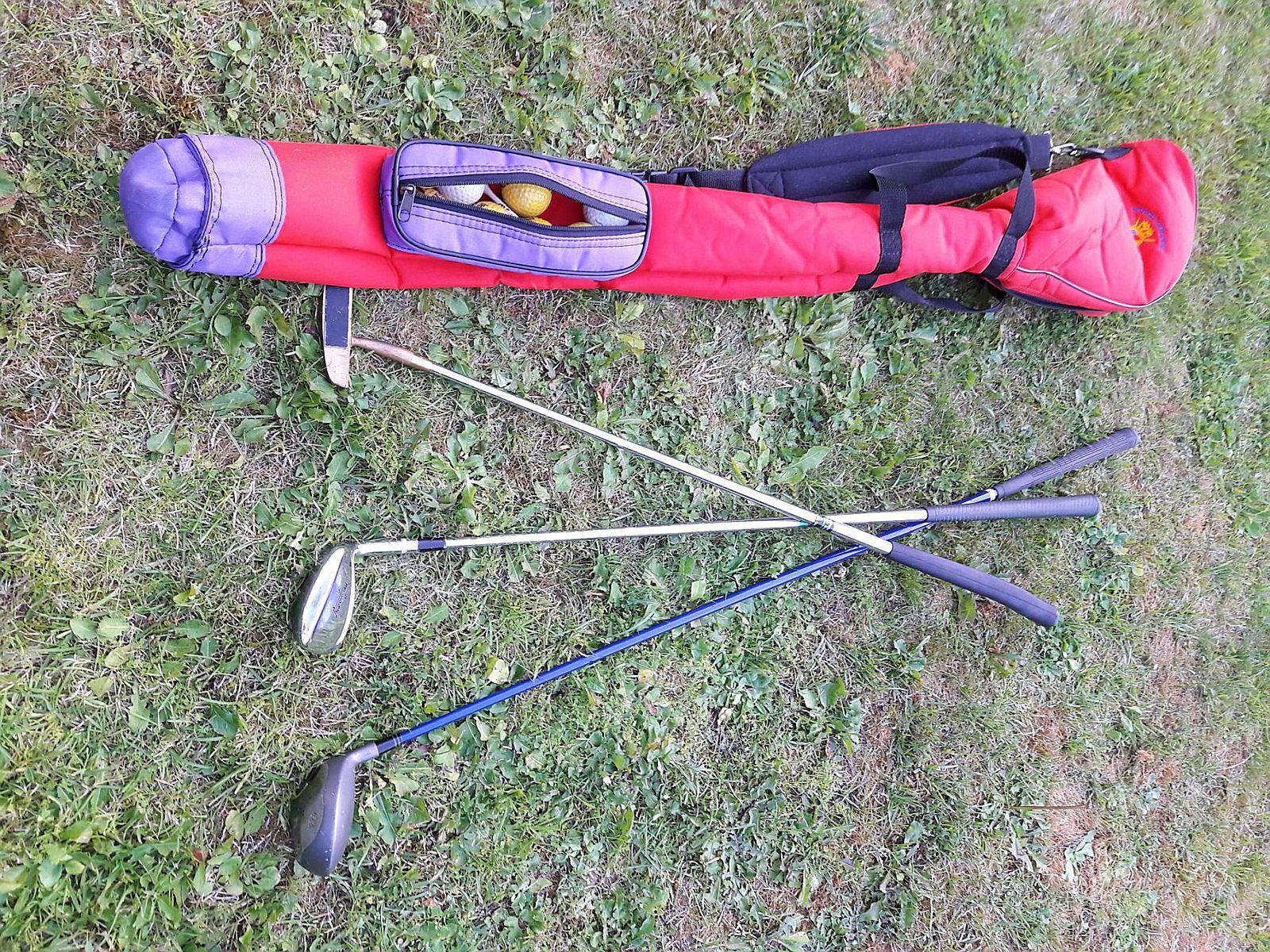 Vends 3clubs de golf et sac + quelques balles