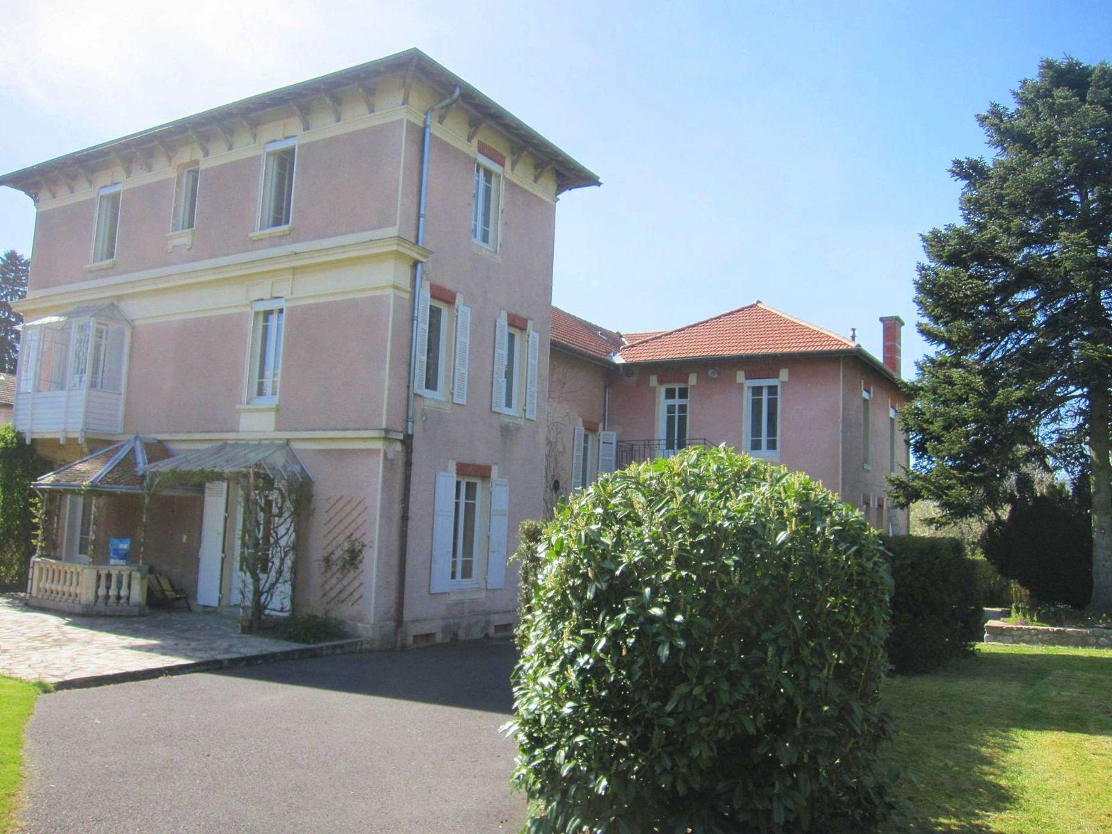 Vends maison bourgeoise 500m², 12pièces à Ambert (63)