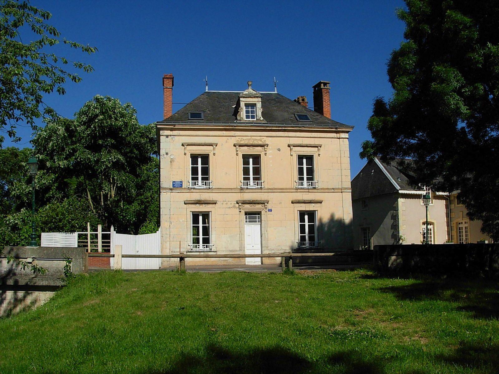 Vends maison 6chambres, 160m² à La Chartre sur le Loir (72)