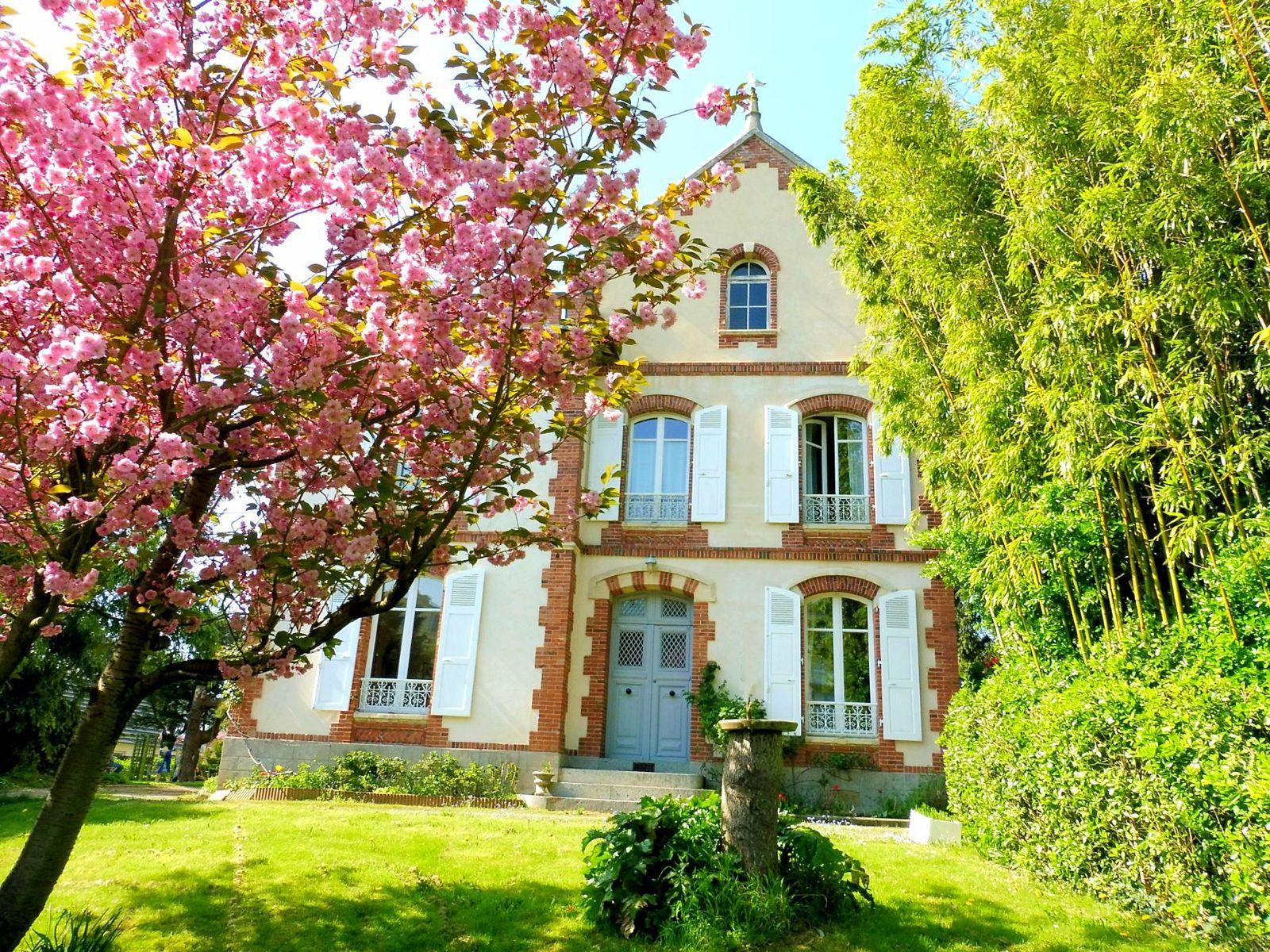 Vends maison à Coutances 300m², 12pièces, 7/8chambres