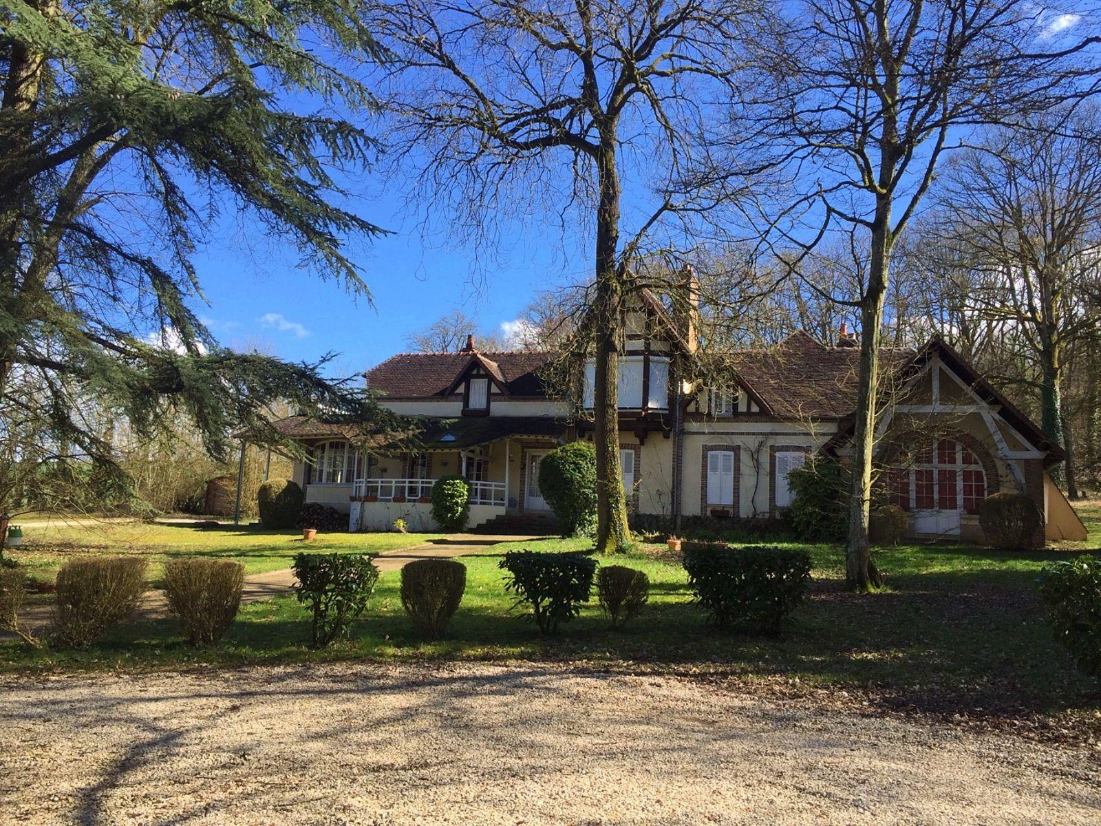 Loue ma villa familiale 22couchages week-ends ou semaines, près Sens