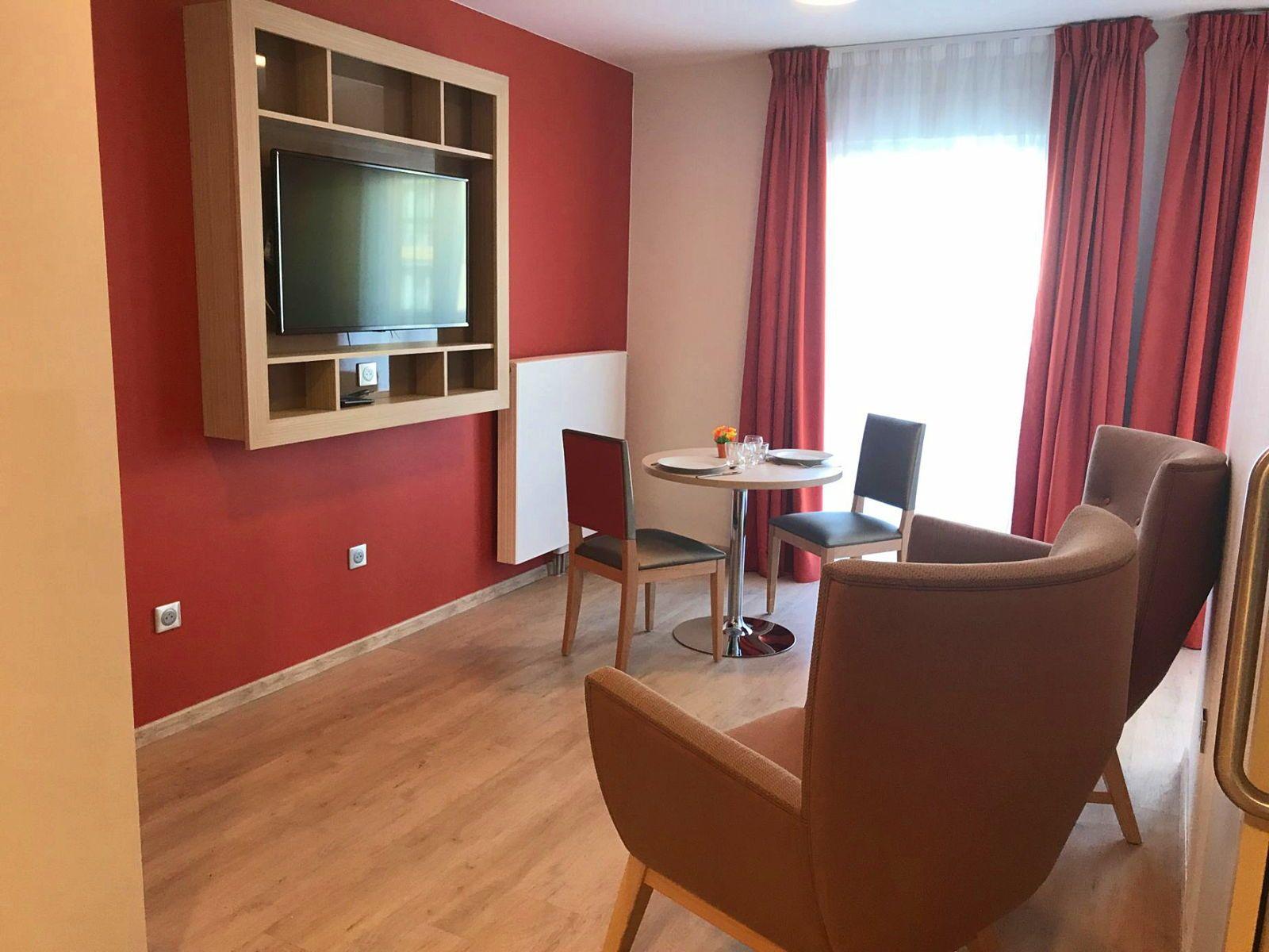 Loue appartement T242,72m² dans Résidence Senior, Croix de Chavaux - Montreuil (93)
