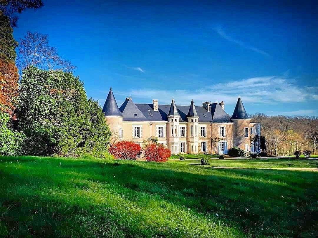 Loue maison de famille à Genillé (37), piscine et tennis, 15couchages