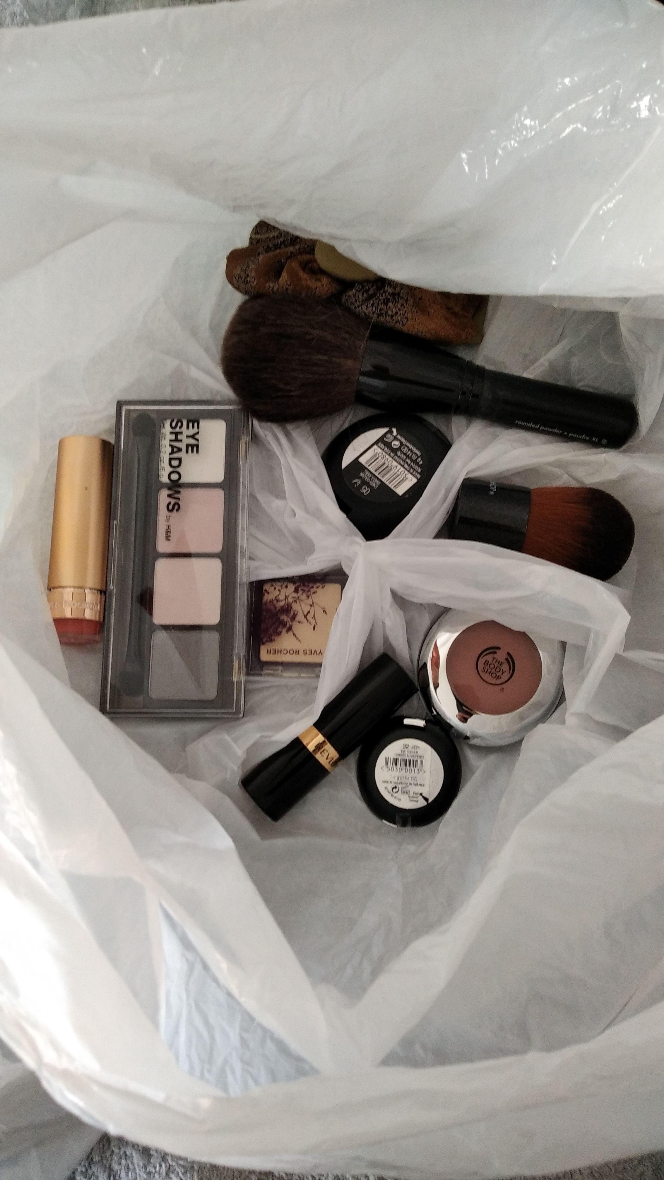 Lot de produits de maquillage - Neufs