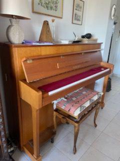 Piano droit Yamaha HP70T 292544, équipé d'un silencieux