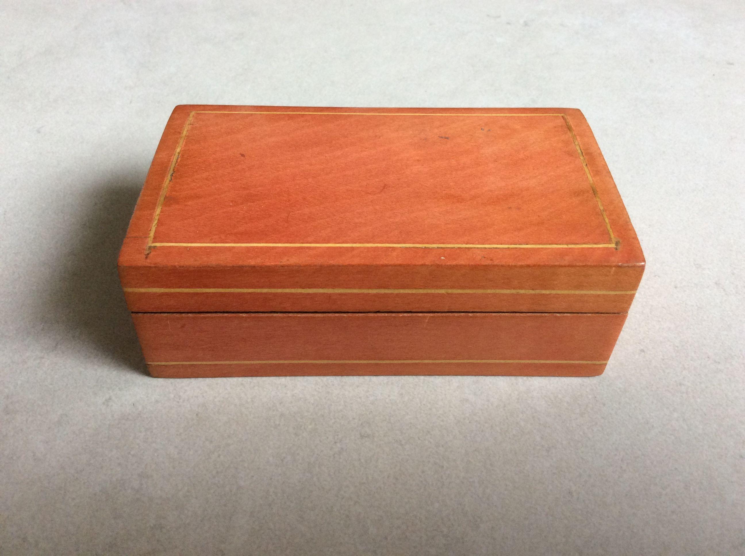 Petite boîte en bois de Spa, poli et incrustation de citronnier