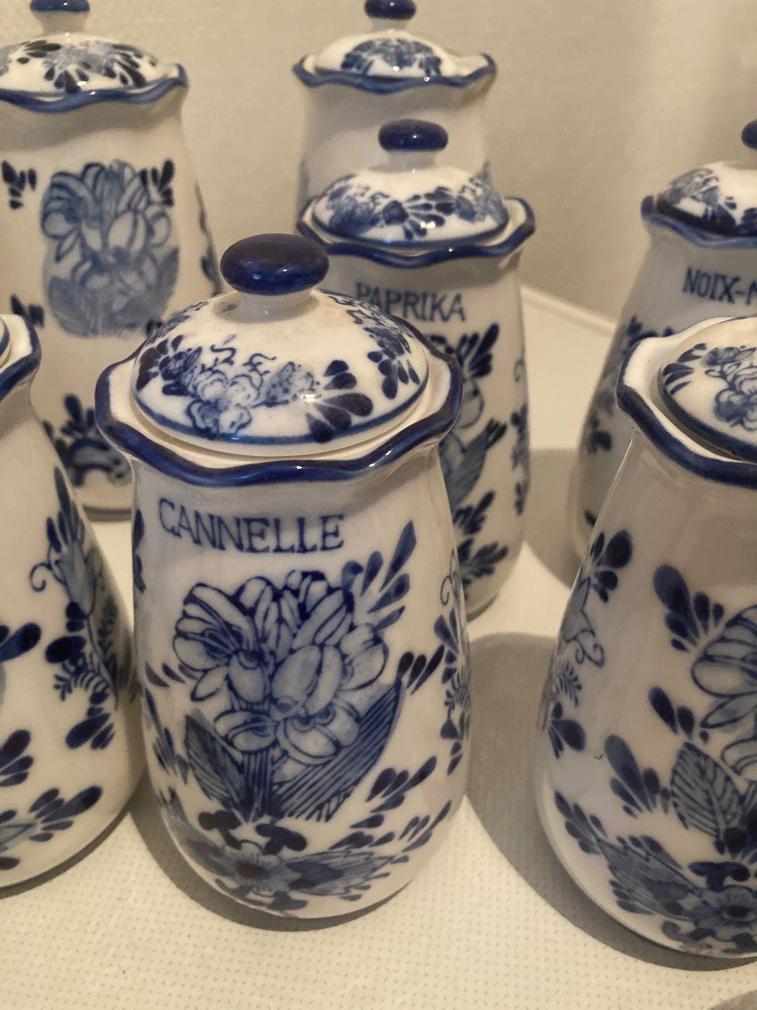 Vends lot de 12pots à épices en faïence de Delft