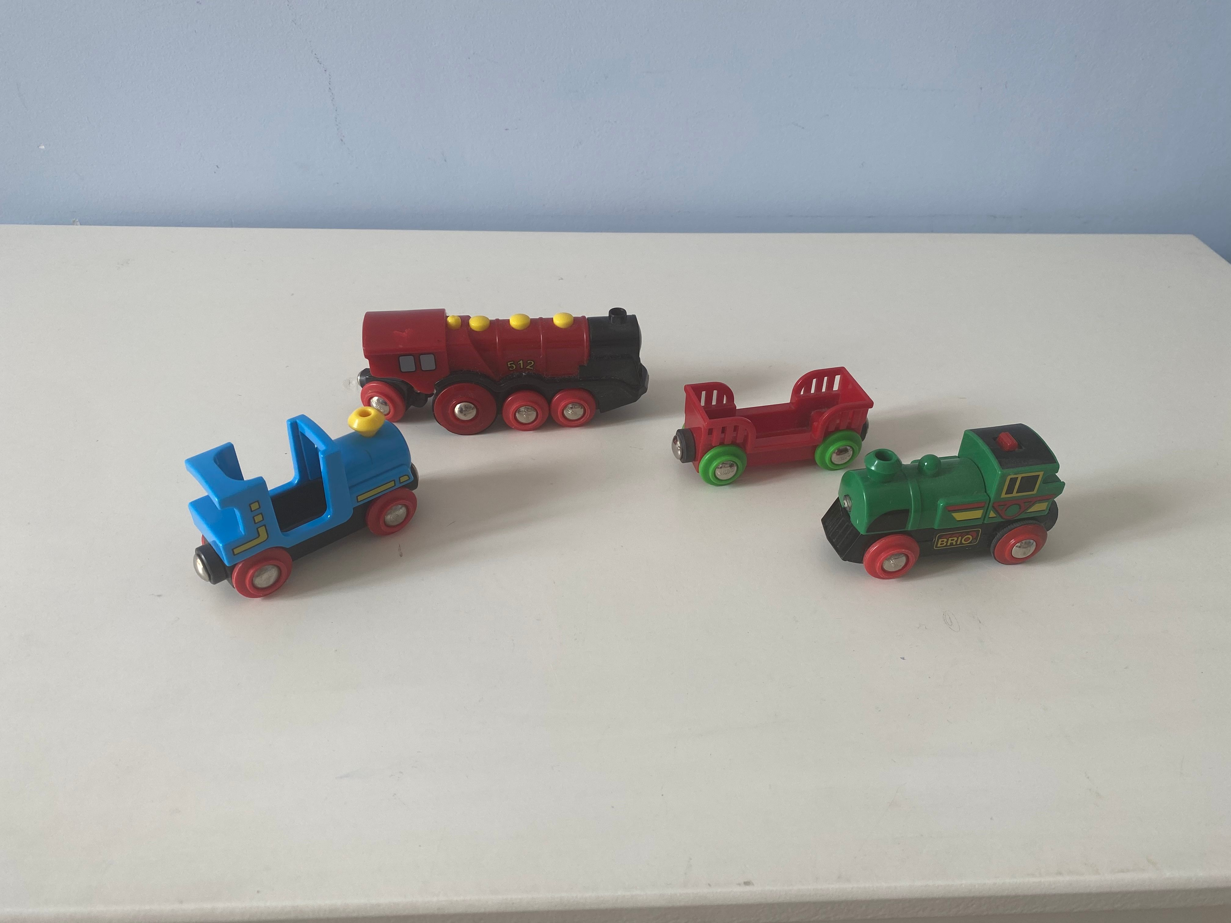 Ensemble rails, gare et locomotives Brio