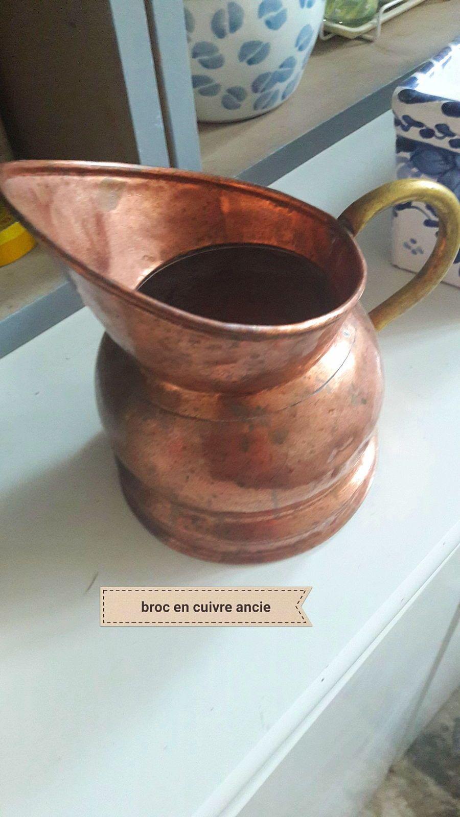 Broc ancien en cuivre