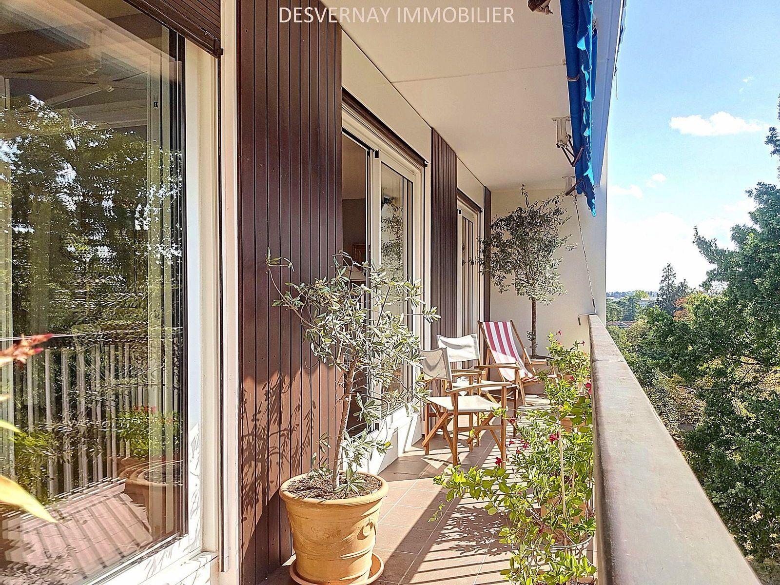 Vends appartement 4/5chambres. 4è étage. Proche bus 3et 55- 137m², Écully (69)