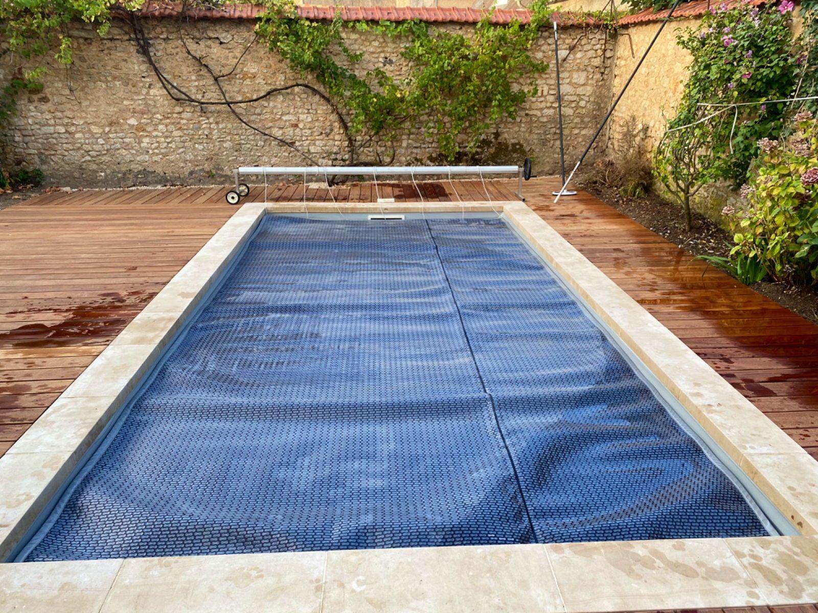Bâche piscine 6x3m avec enrouleur très bon état