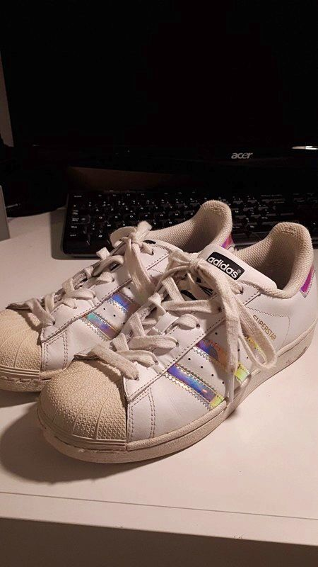 Baskets adidas superstars taille 36,5