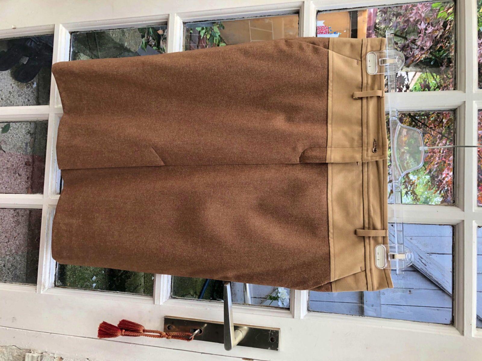Belle jupe Façonable neuve T42(Française)