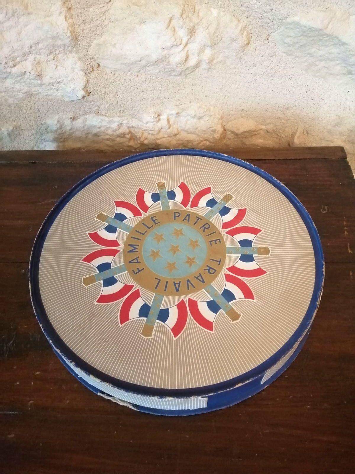 Ancienne boîte à gâteaux
