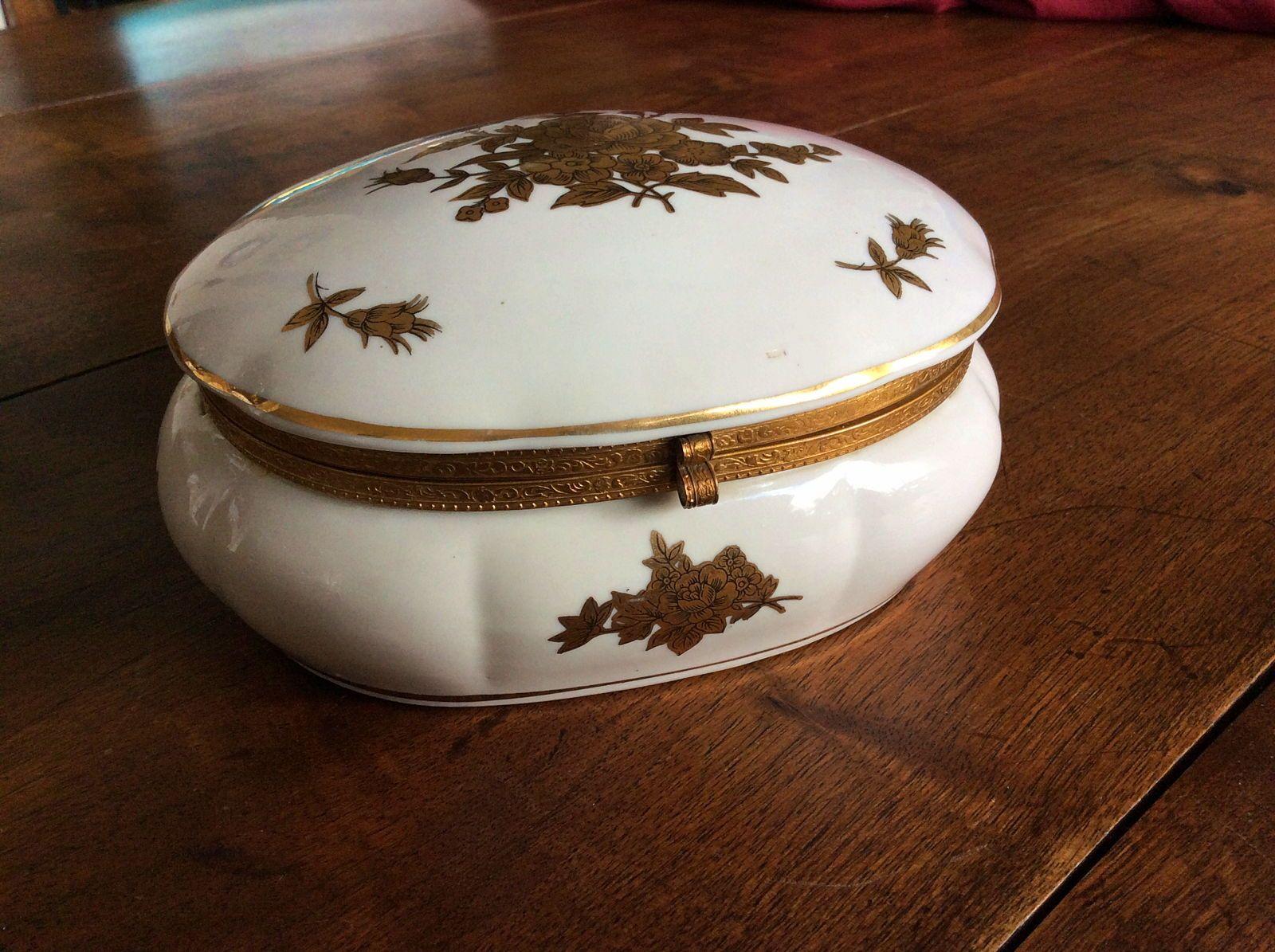 Bonbonnière en porcelaine de Limoges décor Japon