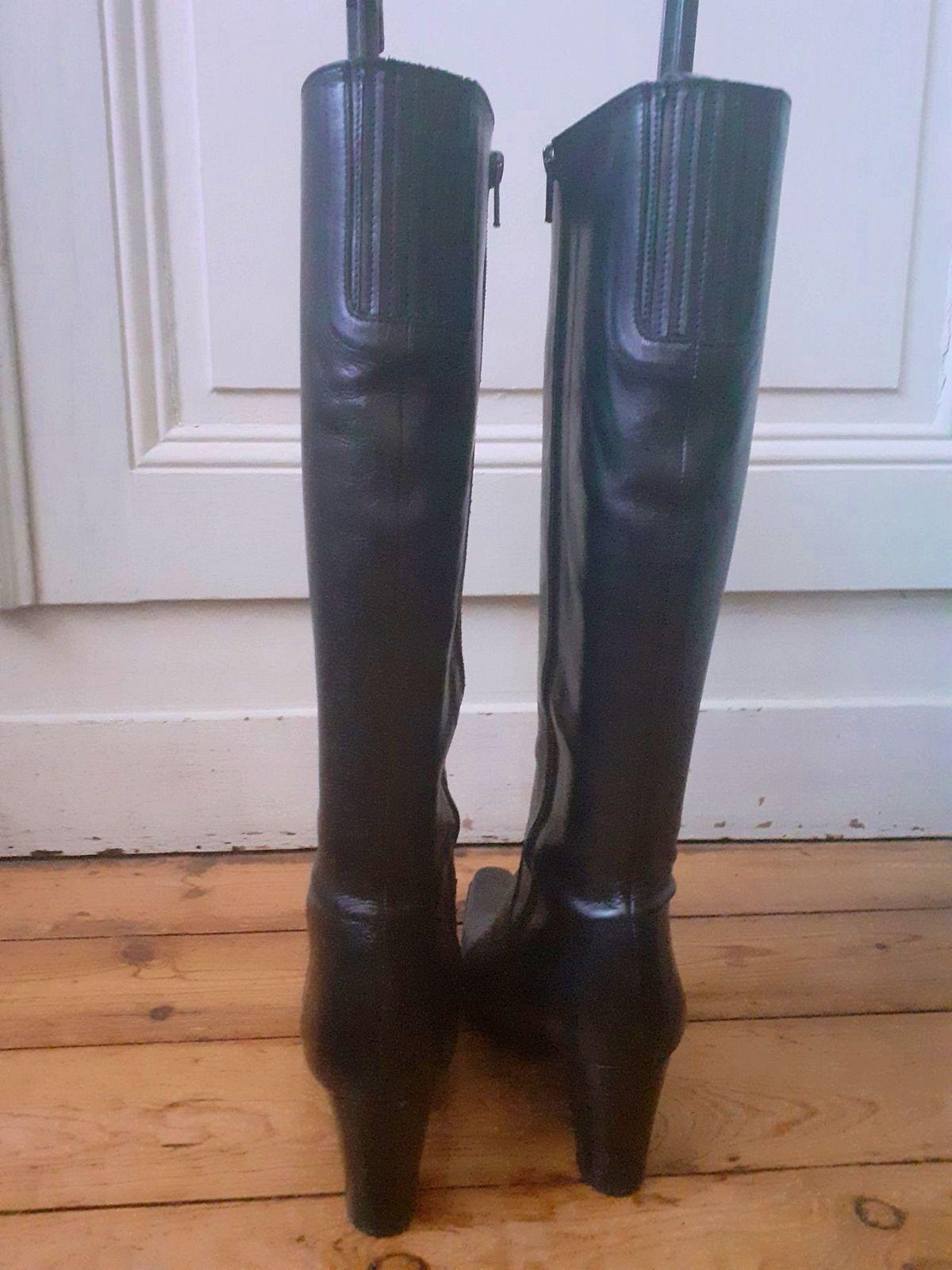 Bottes cuir noir pointure 35