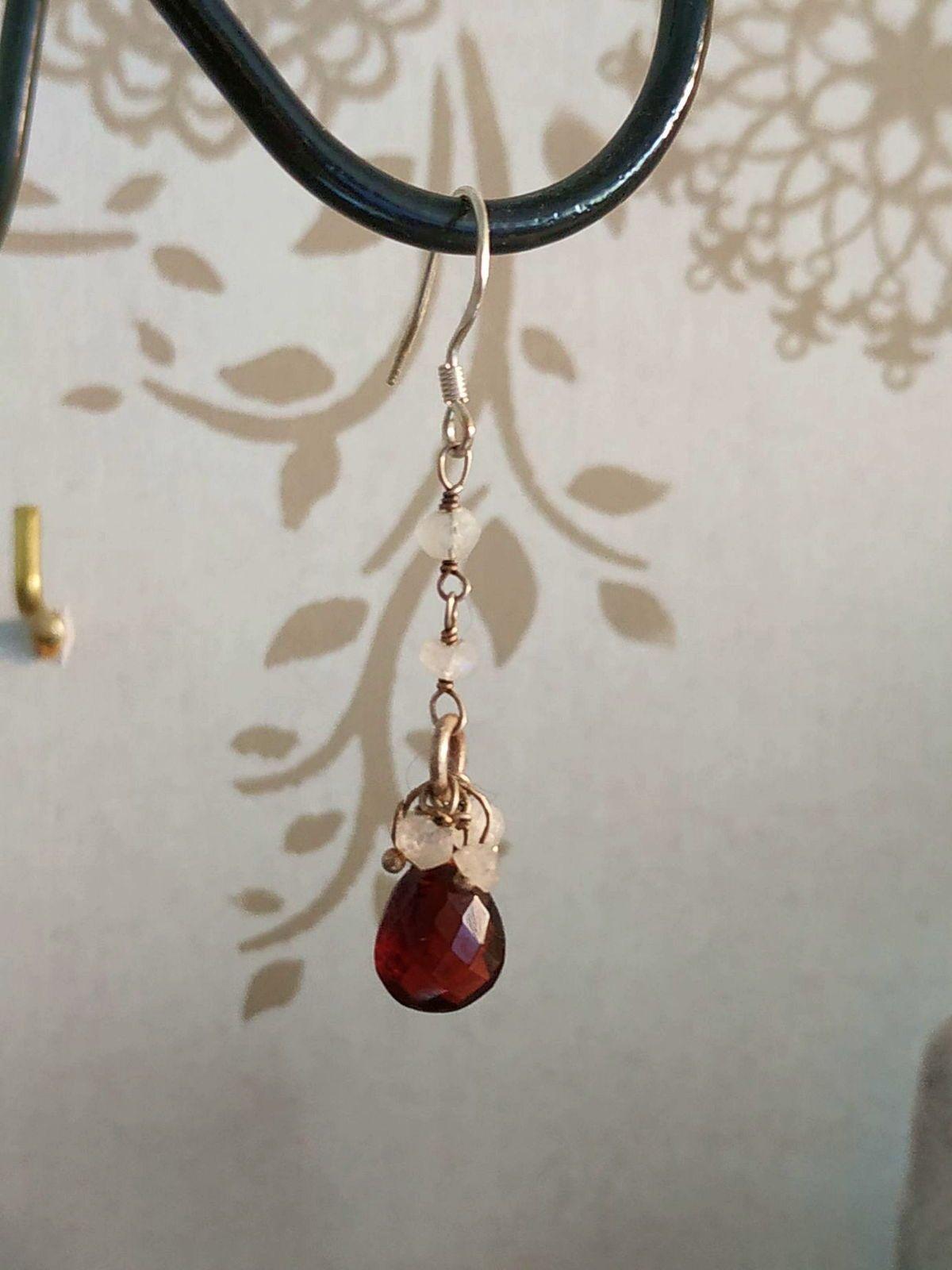 Boucles d'oreilles Pierre de Lune et Grenat, Crochet ou autre
