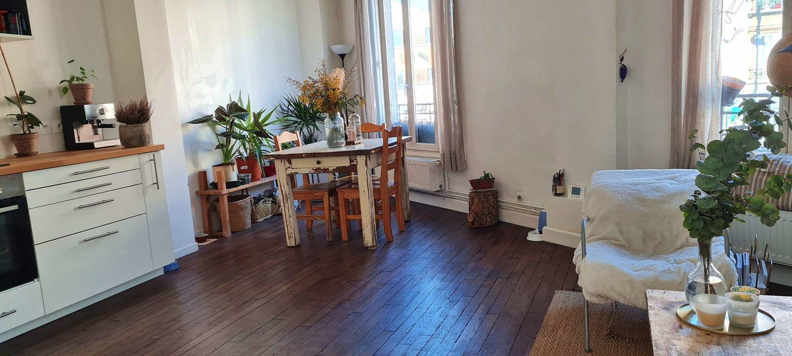 Loue chambre 12m² chez l'habitant, dans T4100m² à Montreuil (93) Robespierre