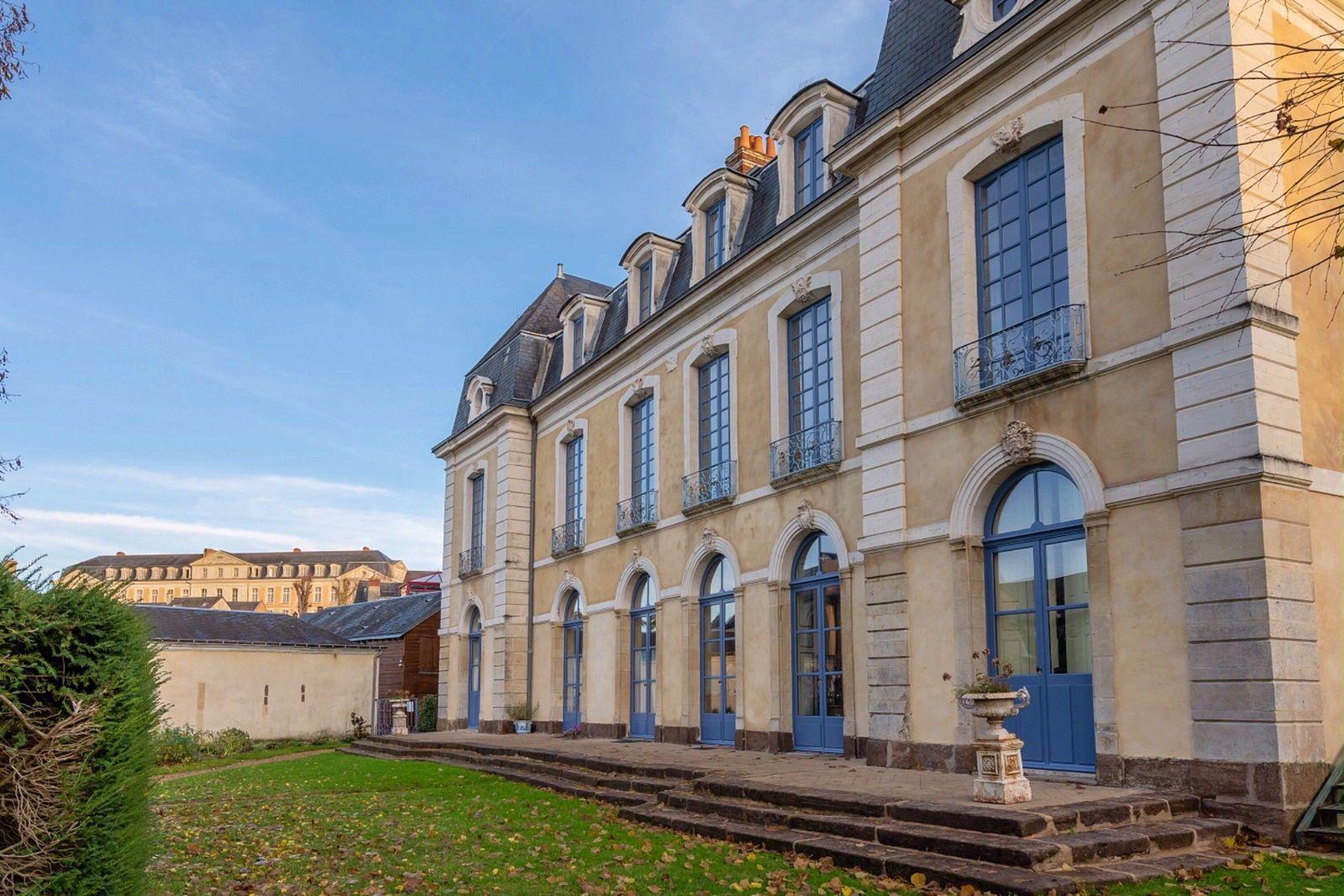 Loue propriété de charme, calme, parc, en centre-ville- 4couchages- Et parking- Le Mans