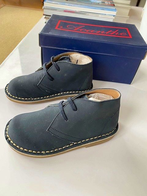 Chaussures Acanthe nubuck bleu marine pointure 26, neuves