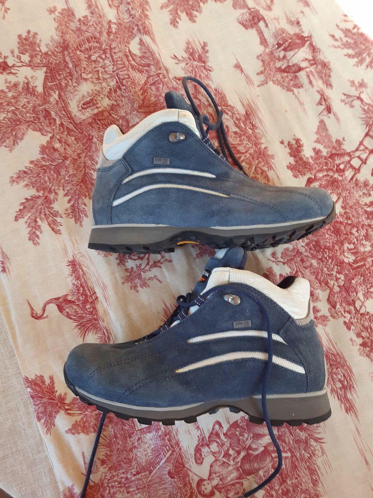 Chaussures neuves randonnée gore tex 40/41trezeta