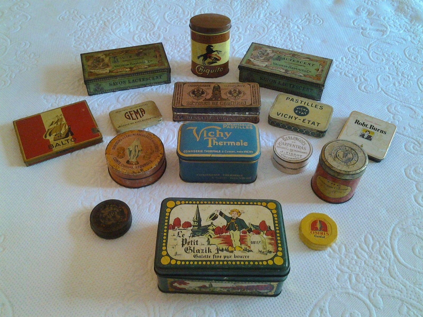 Collection de boîtes anciennes
