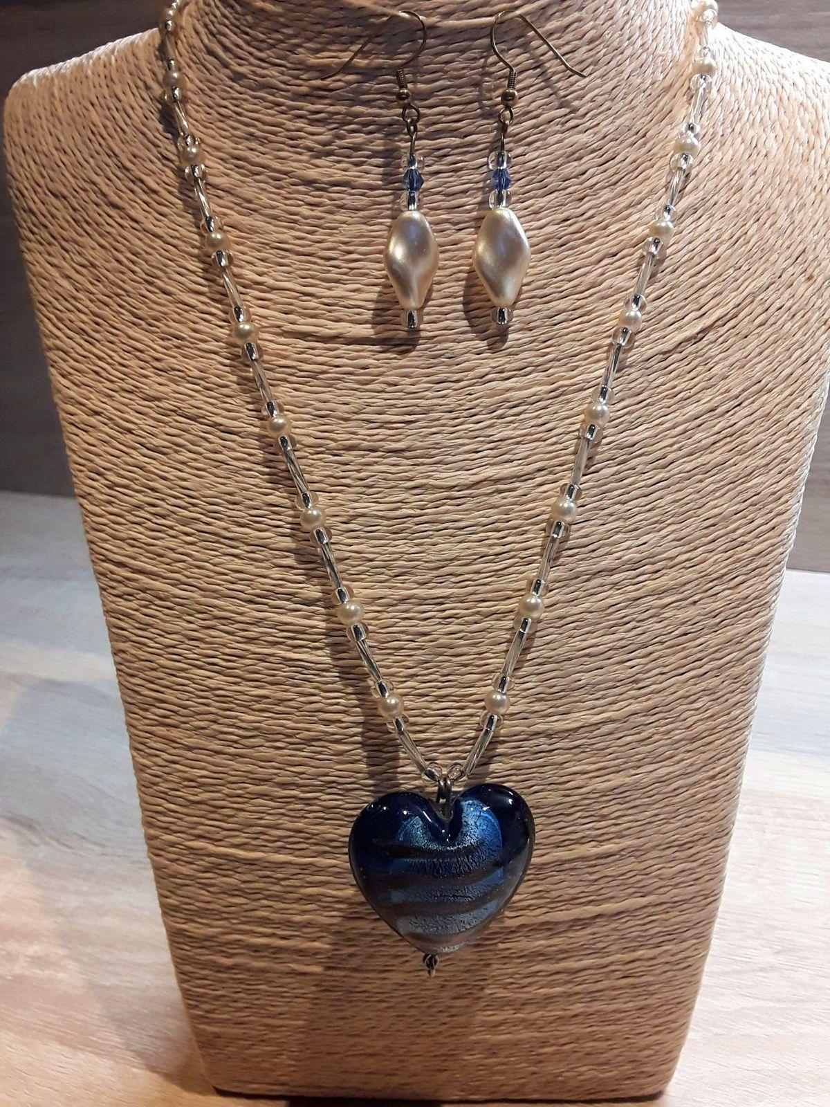 Collier avec coeur en 3D, ton bleu