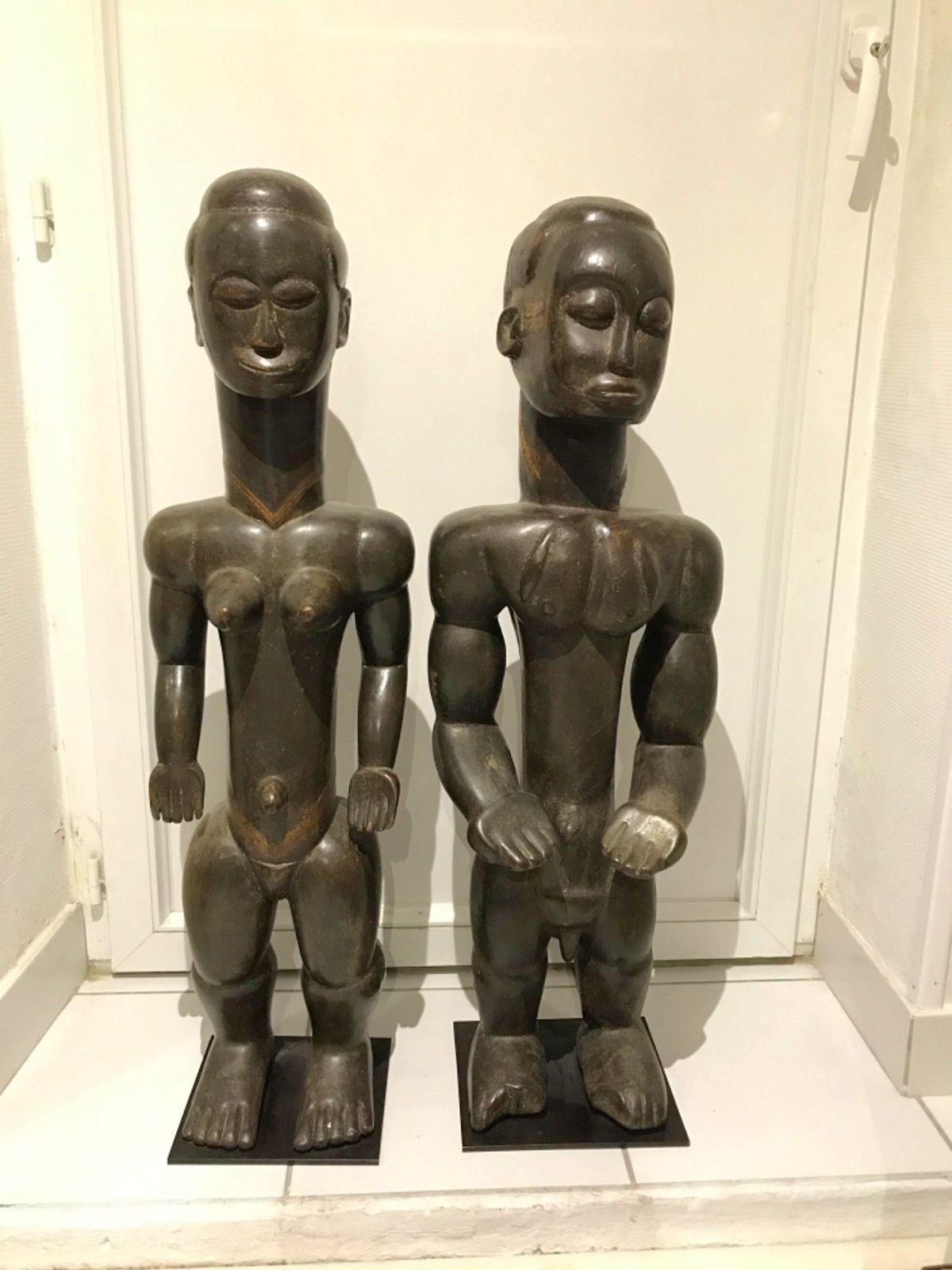 Couple de statues africaines