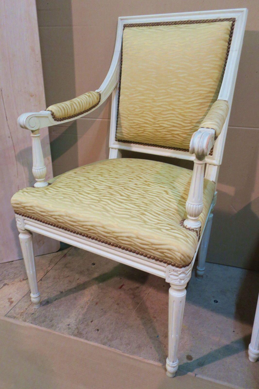 Un fauteuil de style Louis XVI