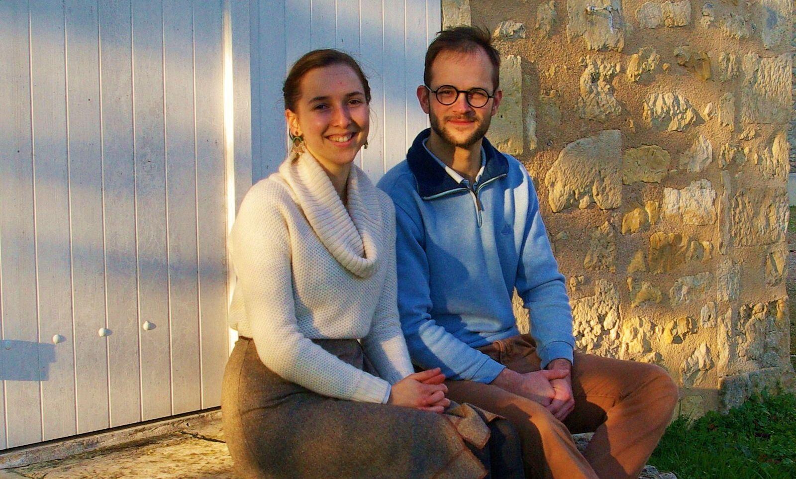 Futurs mariés cherchent logement contre services, Poitiers ou prox