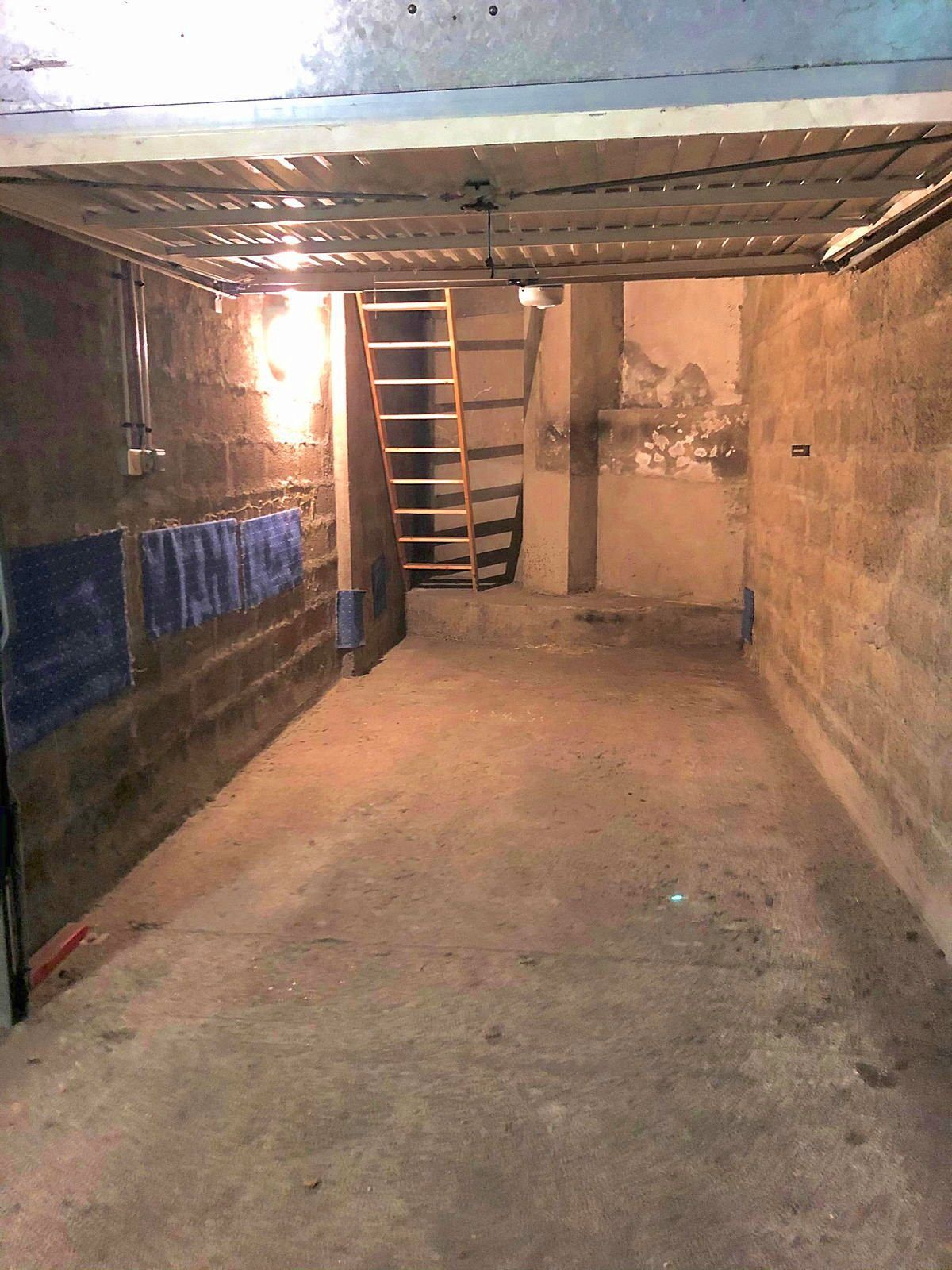 Loue garage avec mezzanine, Comédie, Montpellier (34)